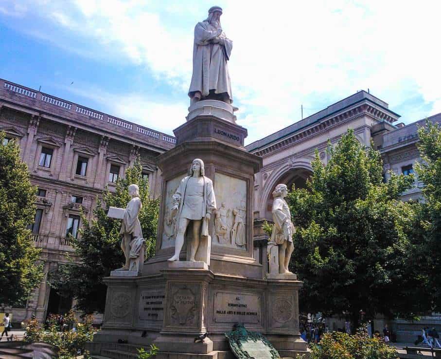Leonardo at Piazza della Scala