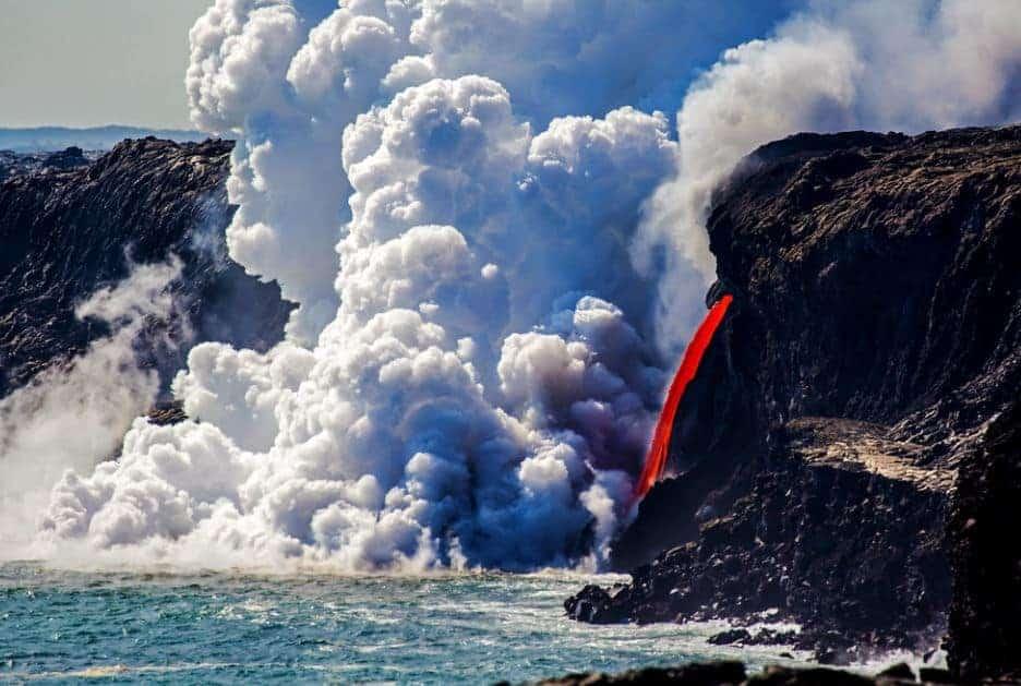 Hawaii volcanoes national park lava into the ocean