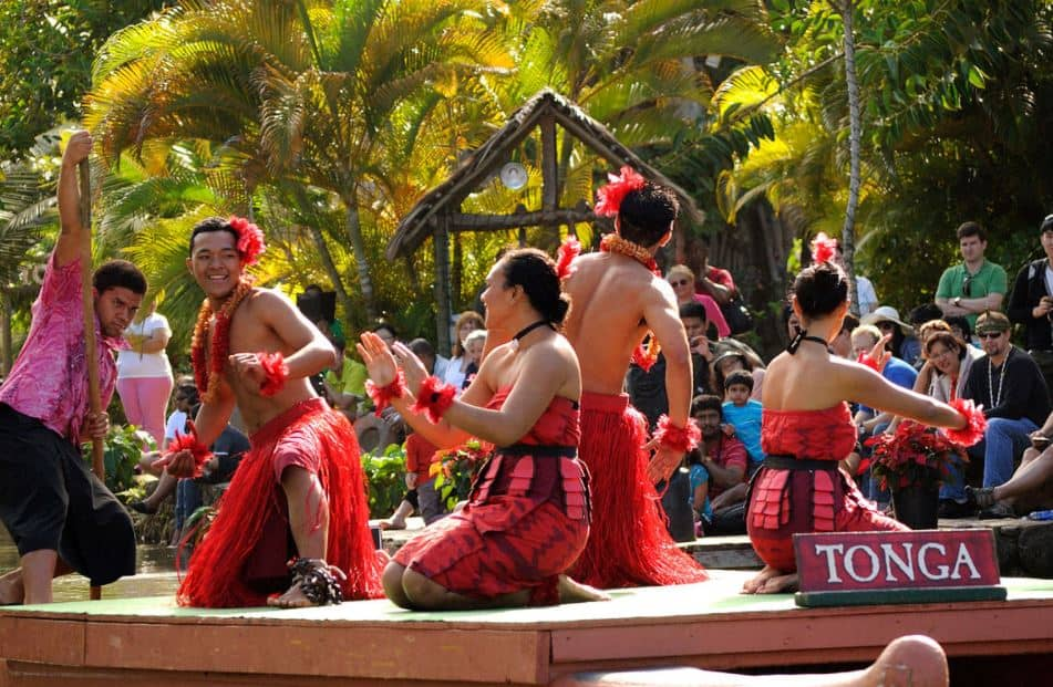 Polynesian cultural center performers